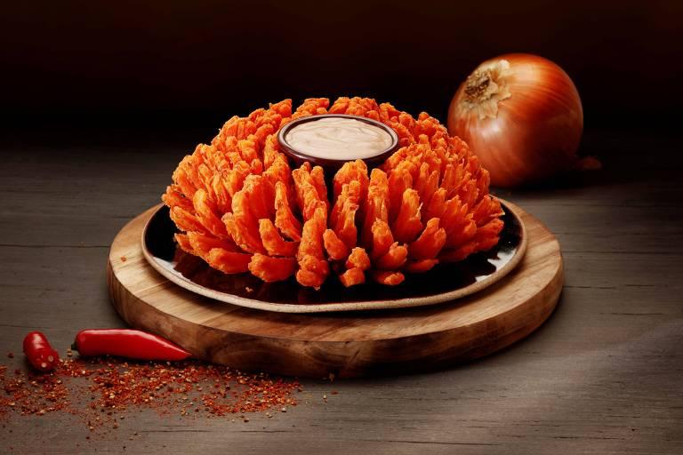 Novidade no menu do Outback, a Chipotle Bloom, nova versão da Bloomin' Onion, será servida até 22/7