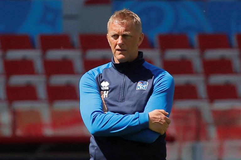Heimir Hallgrimsson, dentista e técnico da seleção da Islândia, que enfrenta a Argentina neste sábado