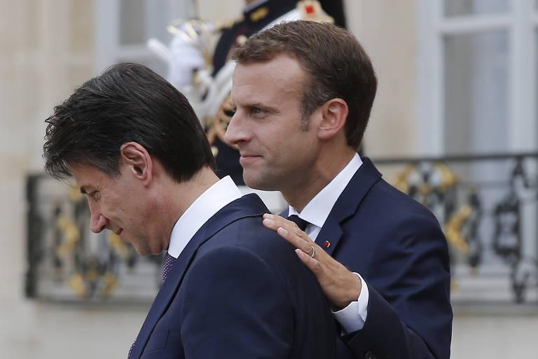 O primeiro-ministro italiano Giuseppe Conte e o presidente francês Emmanuel Macron após a reunião em Paris