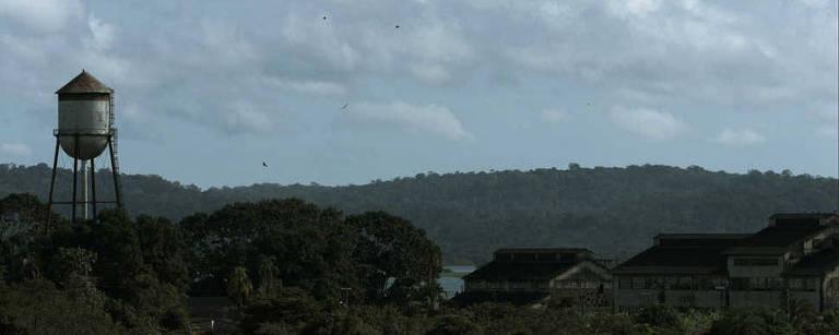 """A cidade de Fordlândia (PA) em cena do documentário brasileiro """"Cidades Fantasmas"""", premiado no fesival É Tudo Verdade"""