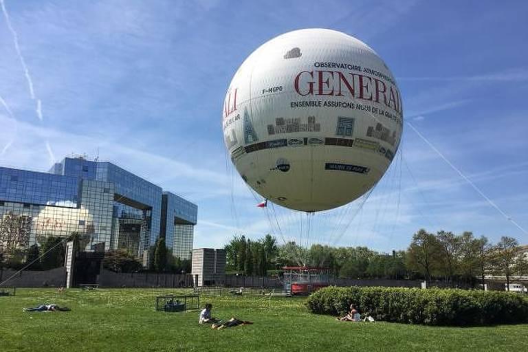 Balão em gramado