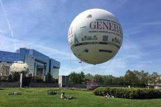 Passeio de balão em Paris alia turismo e consciência sobre a poluição