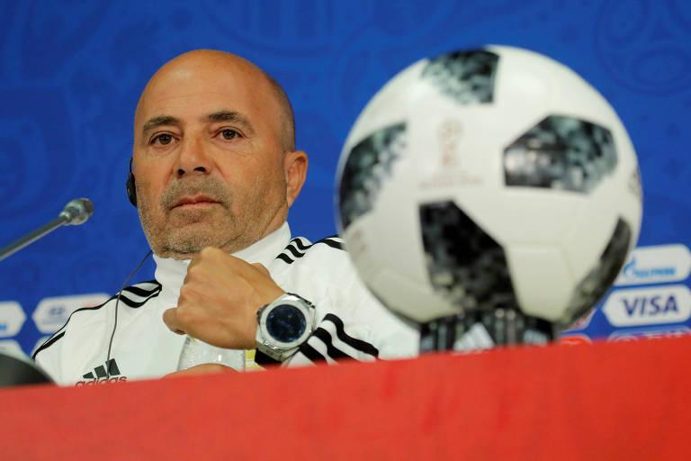 O técnico argentino Jorge Sampaoli durante entrevista coletiva em Moscou