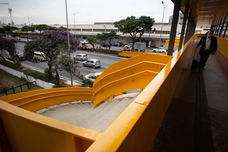 Escada sem saída da passarela de Congonhas