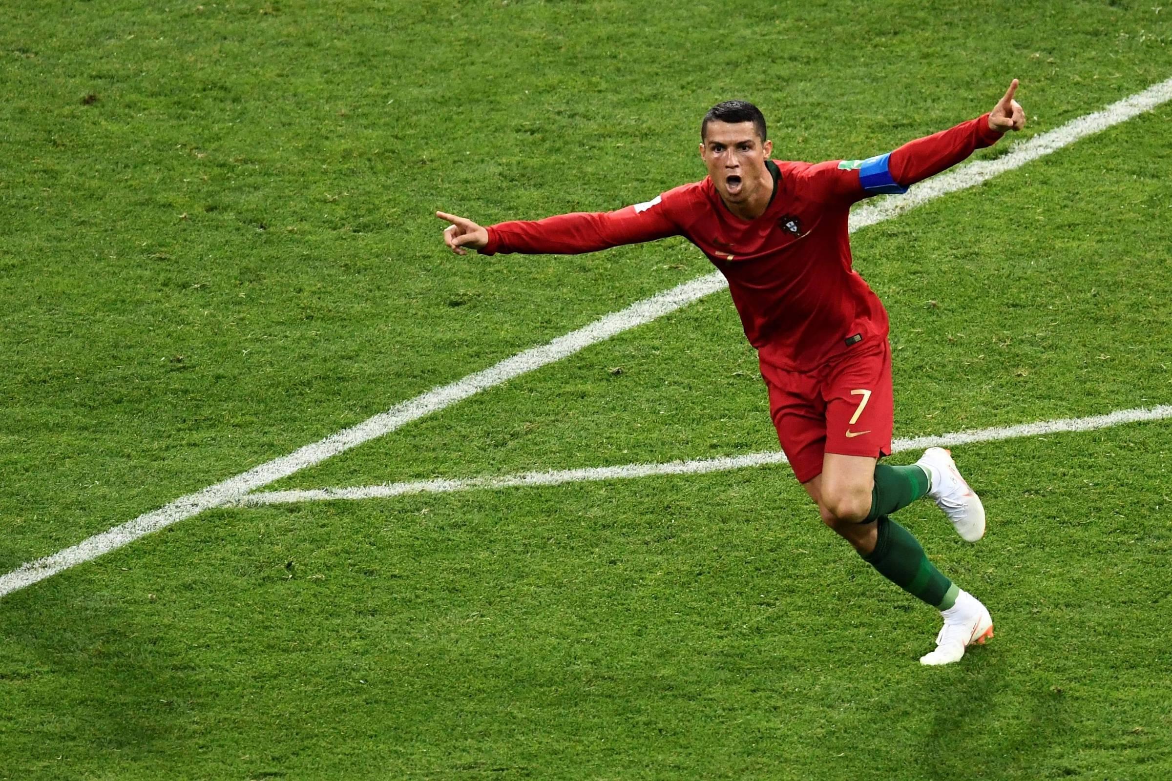 Cristiano Ronaldo faz 3 d7ce38ebda256