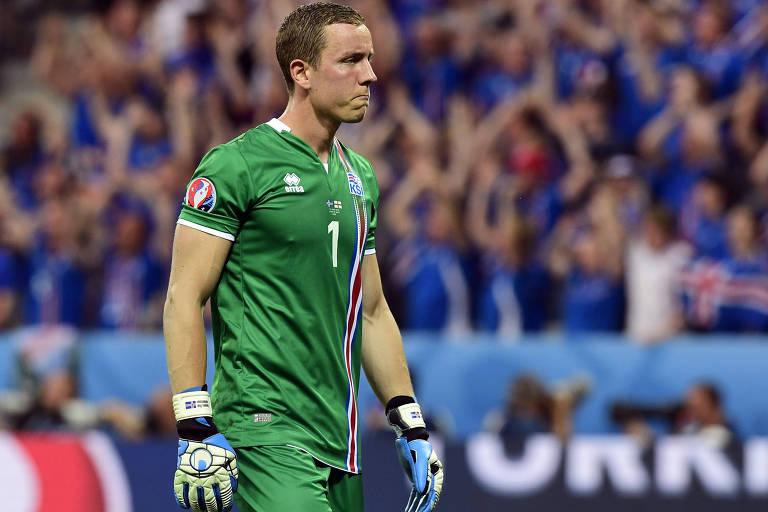 O camisa 1 Hannes Halldórsson é, além de goleiro titular da Islândia, cineasta
