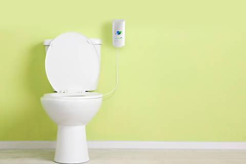 Piipee, produto brasileiro que ameniza o visual e o odor da urina em privadas e, assim, economiza água