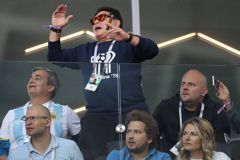 Diego Maradona durante no empate da Argentina com a Islândia