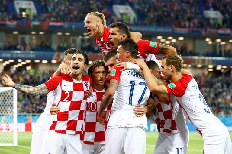 Croácia x Nigéria - 24 02 2019 - Copa do mundo - Fotografia - Folha ... dc194a0b9b36f
