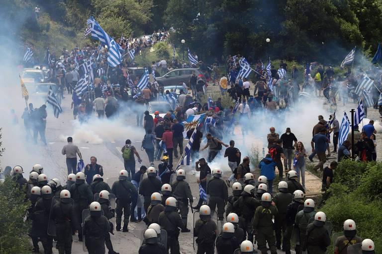 Grécia e Macedônia assinam acordo que permitirá mudança de nome no país