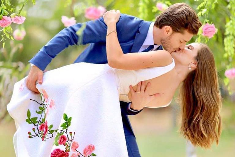 Casamento no civil dos atores Camila Queiroz e Klebber Toledo