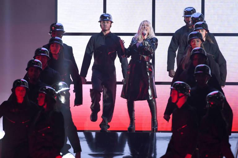 "Christina Aguilera performs ""Fall In Line"" no show de durante o Billboard Music Awards"