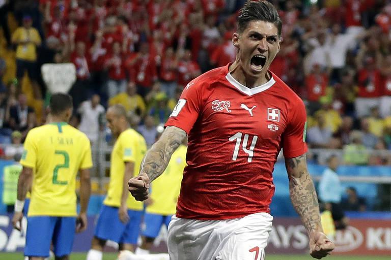 Steven Zuber foi o autor do gol suíço que frustrou a estreia da seleção brasileira, em Rostov