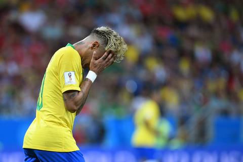 Neymar fica na academia e não participa de treino no gramado