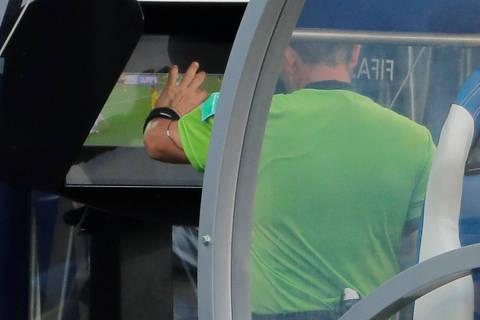 Rússia vira a Copa dos pênaltis até aqui, com ajuda do árbitro de vídeo