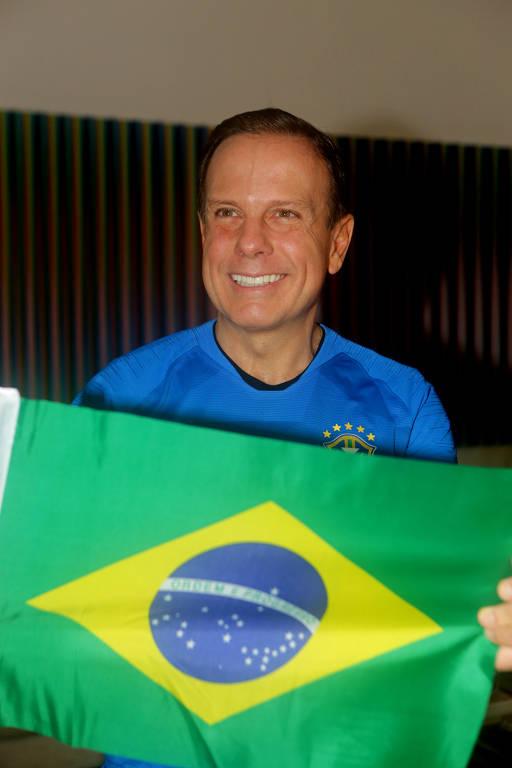Flávio Rocha e João Doria assistem a jogo do Brasil