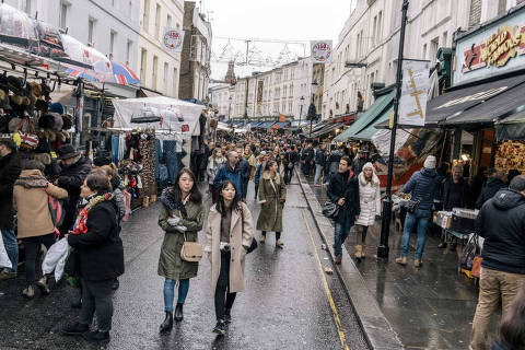 Visitors at Portobello Road in London, Jan. 7, 2017. Once an arcade with 200 antique dealers, the market is now an open-plan gallery selling mass-produced souvenirs. (Tom Jamieson/The New York Times)