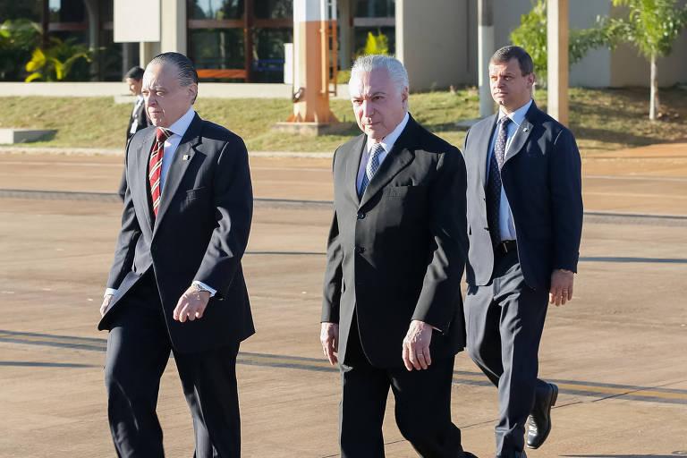 O presidente Michel Temer embarca rumo a Assunção, no Paraguai
