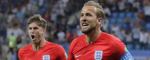 England's Harry Kane, foreground, celebrates after scoring his side's opening goal against Tunisia during the group G match between Tunisia and England at the 2018 soccer World Cup in the Volgograd Arena in Volgograd, Russia, Monday, June 18, 2018. (AP Photo/Sergei Grits) ORG XMIT: FP111