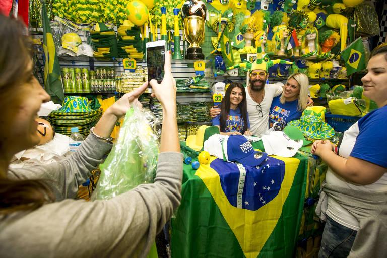Itens para a Copa do Mundo na 25 de Março