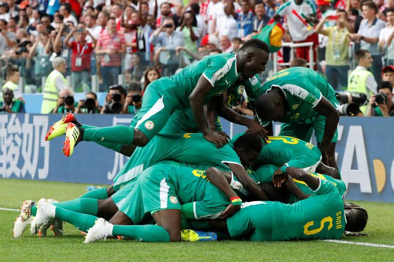 M'Baye Niang comemora o segundo gol do Senegal contra a Polônia