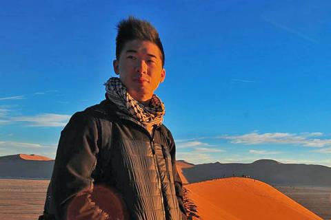 Calvin Sun avisa a outros viajantes para ficarem longe de área proibida a turistas no quinto andar de um hotel 5 estrelas na capital norte-coreana