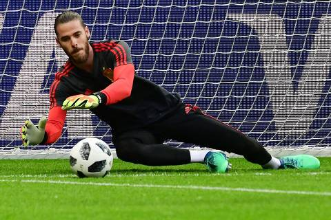 Spain's goalkeeper David De Gea attends a training session in Kazan on June 19, 2018 ahead of their Russia 2018 World Cup Group B football match against Iran. / AFP PHOTO / Luis Acosta