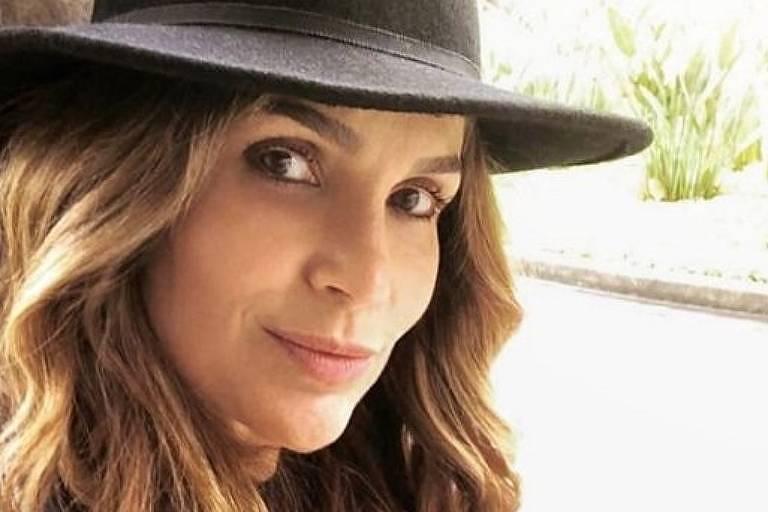 Flávia Alessandra - Oficial