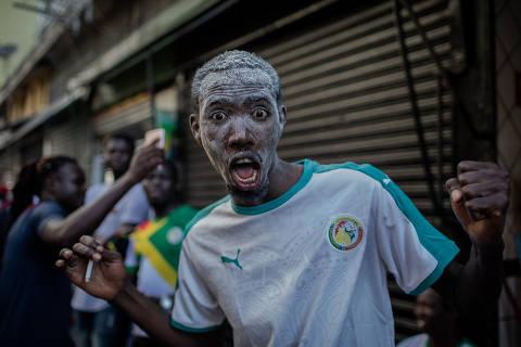 SÃO PAULO, SP, BRASIL, 19-06-2018: Senegaleses comemoram a vitória da seleção de Senegal por 2 x 1 em cima da seleção da Polônia, no centro de São Paulo. O jogo foi válido pela Copa do Mundo da FIFA, na Russia. (Foto: Eduardo Anizelli/ Folhapress, ESPORTE)