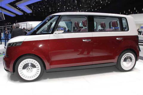 VW Bulli, conceito que reedita a Kombi, apresentada no Salão de Genebra ***DIREITOS RESERVADOS. NÃO PUBLICAR SEM AUTORIZAÇÃO DO DETENTOR DOS DIREITOS AUTORAIS E DE IMAGEM*** - VW Bulli, conceito apresentado no Salão de Genebra do ano passado, reedita a Kombi com traços futuristas e pode inspirar uma próxima geração do modelo
