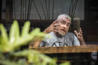 Revista Sao Paulo. Chef Alex Atala durante entrevista em seu restaurante Dalva e Dito no Jardins. Atala fala sobre seu  projeto para construir um hotel em breve