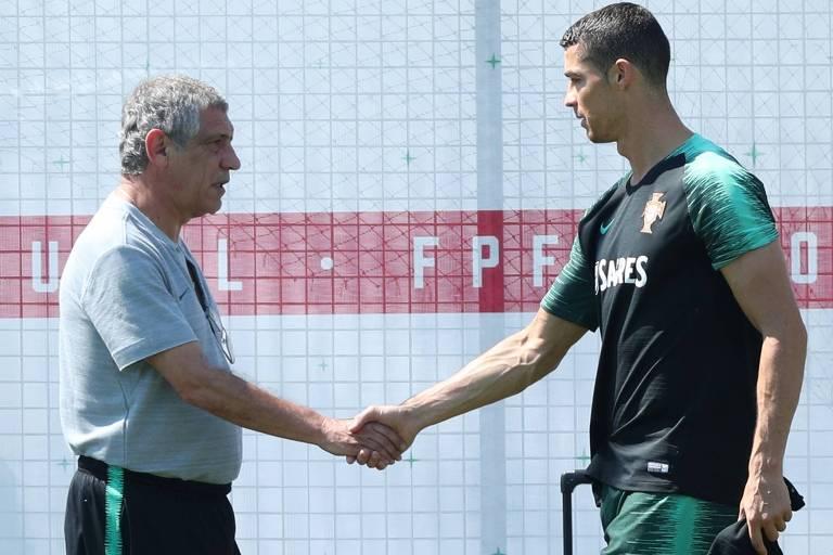 Fernando Santos e Cristiano Ronaldo durante treinamento da seleção de Portugal em Kratovo, região de Moscou