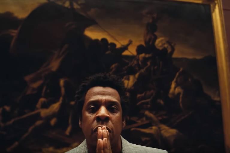 """Jay-Z em frente à obra """"Balsa da Medusa"""". Frame de """"Apes**t"""", clipe de Beyoncé e Jay-Z"""
