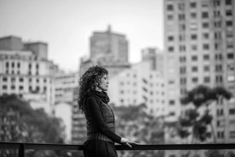 A produtora cultural Cássia Andrade, 45, vendeu seu apartamento e vai se mudar para o Canadá