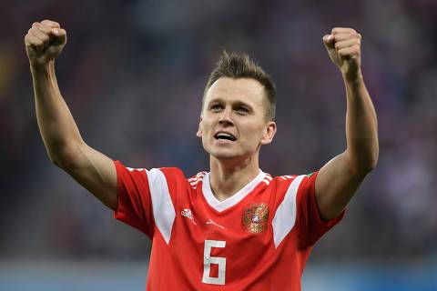 TOPSHOT - Russia's midfielder Denis Cheryshev celebrates scoring the 2-0 goal during the Russia 2018 World Cup Group A football match between Russia and Egypt at the Saint Petersburg Stadium in Saint Petersburg on June 19, 2018.  / AFP PHOTO / GABRIEL BOUYS / RESTRICTED TO EDITORIAL USE - NO MOBILE PUSH ALERTS/DOWNLOADS