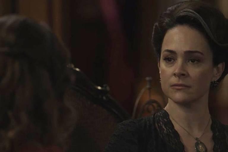 Julieta (Gabriela Duarte) revela para Elisabeta (Nathália Dill) que sua vida é uma fraude