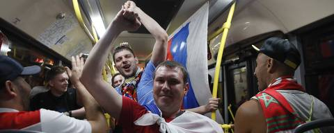 Soccer Football - World Cup - Group A - Russia vs Egypt - Moscow, Russia June 20, 2018 Russian fans celebrate after the match. REUTERS/Maxim Shemetov ORG XMIT: INK380