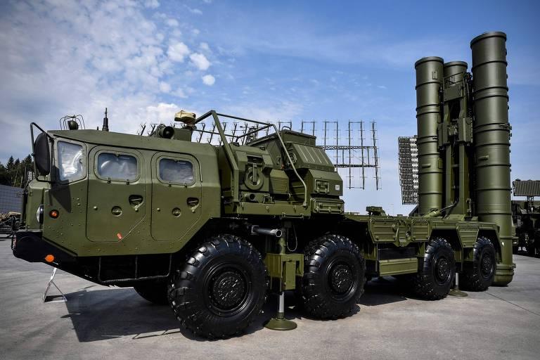 Modelo russo S-400 de defesa antiaérea é exibido em Moscou