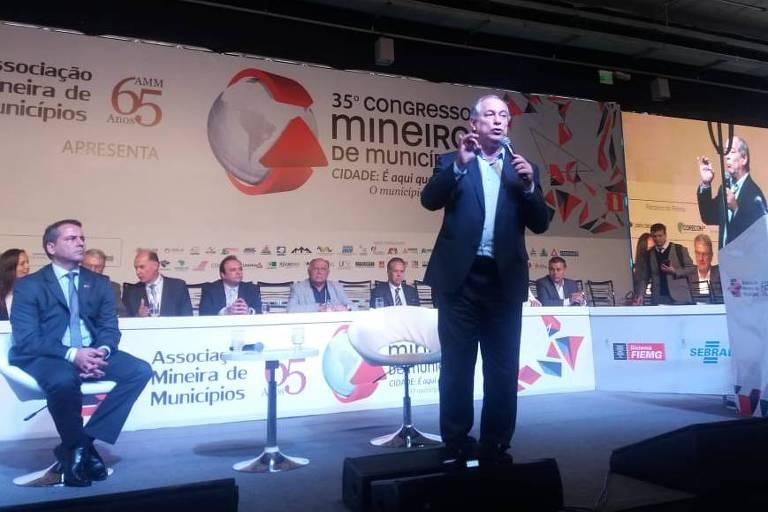 Ciro Gomes palestrando