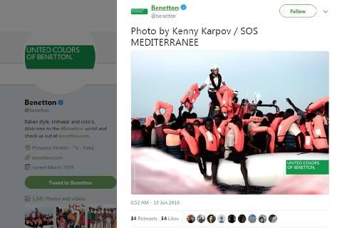 Reprodução do Twitter da Benetton com fotografia de resgate de imigrantes; mensagem causou críticas à empresa