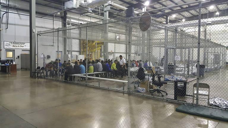 Crianças imigrantes são separadas dos pais e levadas a abrigos nos EUA