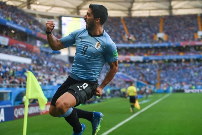Suárez marcou seu primeiro gol nesta Copa do Mundo, o 52º pela seleção