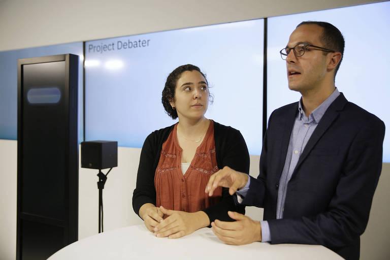 Noa Ovadia e Dan Zafrir se preparam para debate com o IBM Debater