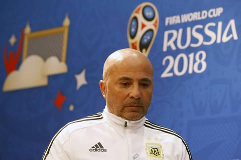 Com técnico pressionado, Argentina pega Croácia com a faca no pescoço