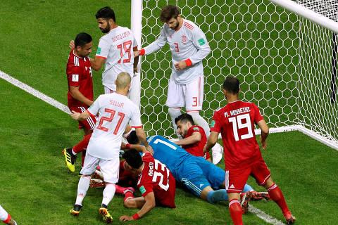 Soccer Football - World Cup - Group B - Iran vs Spain - Kazan Arena, Kazan, Russia - June 20, 2018   General view of a goal mouth scramble   REUTERS/John Sibley ORG XMIT: AI