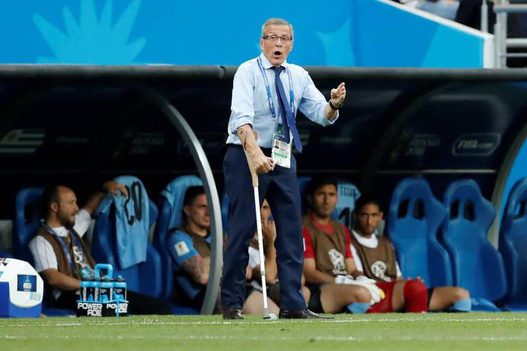 Óscar Tabárez comanda o Uruguai pela terceira Copa do Mundo seguida