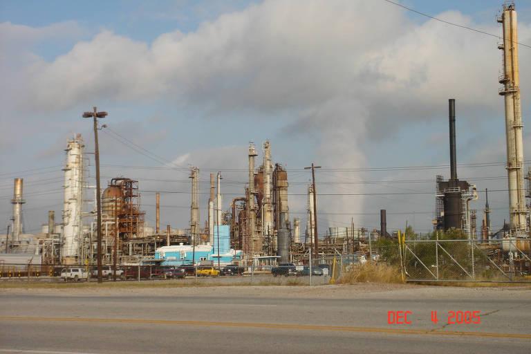Vista da refinaria de Pasadena, no Texas (EUA)