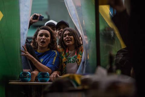 Bares de SP terão chope no café da manhã em jogo do Brasil; veja o que abre e fecha