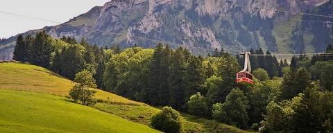 No Vale de Engelberg, na Suíça, os teleféricos são usados até como meio de transporte de carga