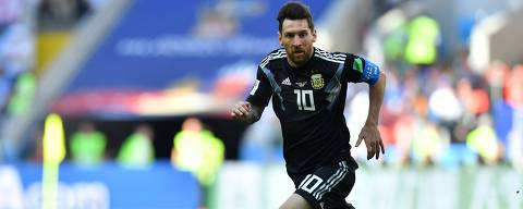 Argentina's forward Lionel Messi runs with the ball during the Russia 2018 World Cup Group D football match between Argentina and Iceland at the Spartak Stadium in Moscow on June 16, 2018. / AFP PHOTO / Yuri CORTEZ / RESTRICTED TO EDITORIAL USE - NO MOBILE PUSH ALERTS/DOWNLOADS